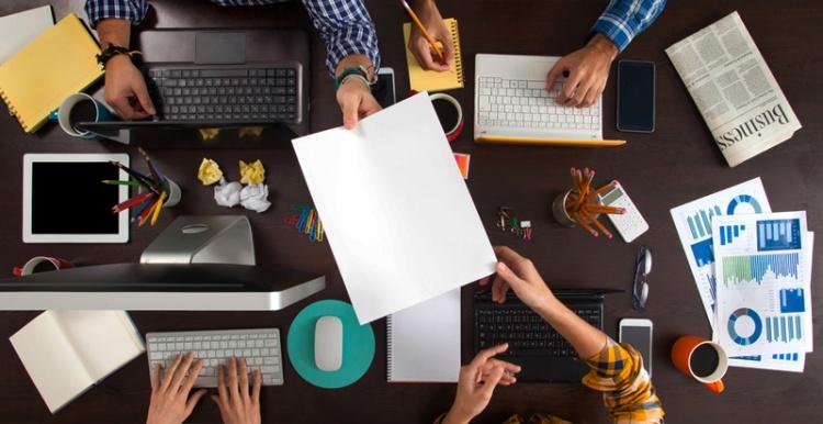 Consejos para Freelancers: Cobrar más por tus servicios y trabajar con menos clientes a la vez